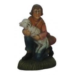 Pastor de joelhos com ovelha